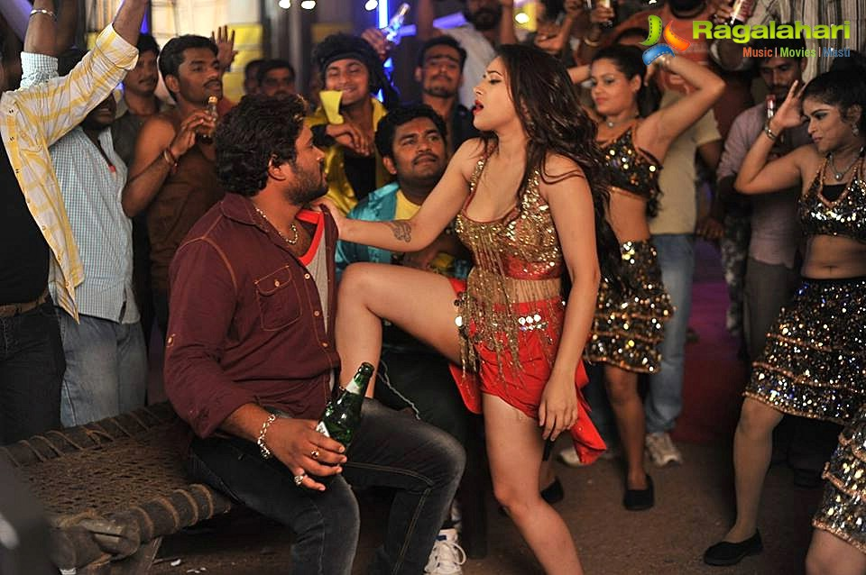 Swetha Basu's Item Song in 'Intelligent Idiots'