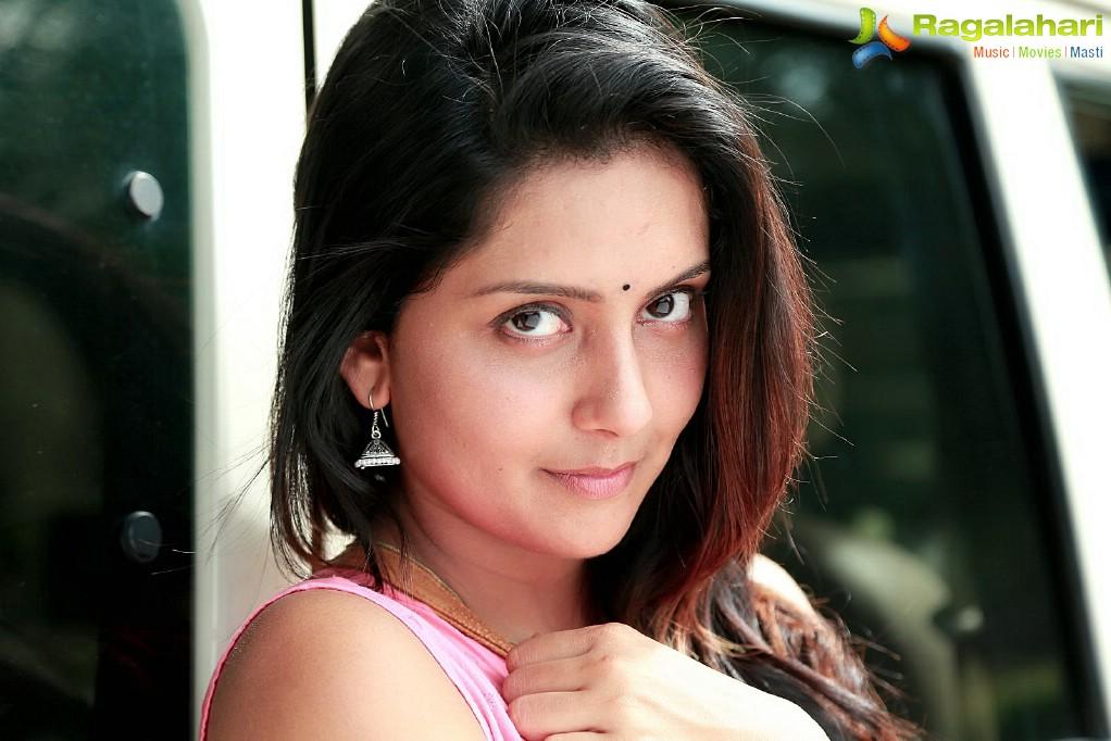 Crime 23 Telugu Cinema Stills - Cast: Arun Vijay, Mahima