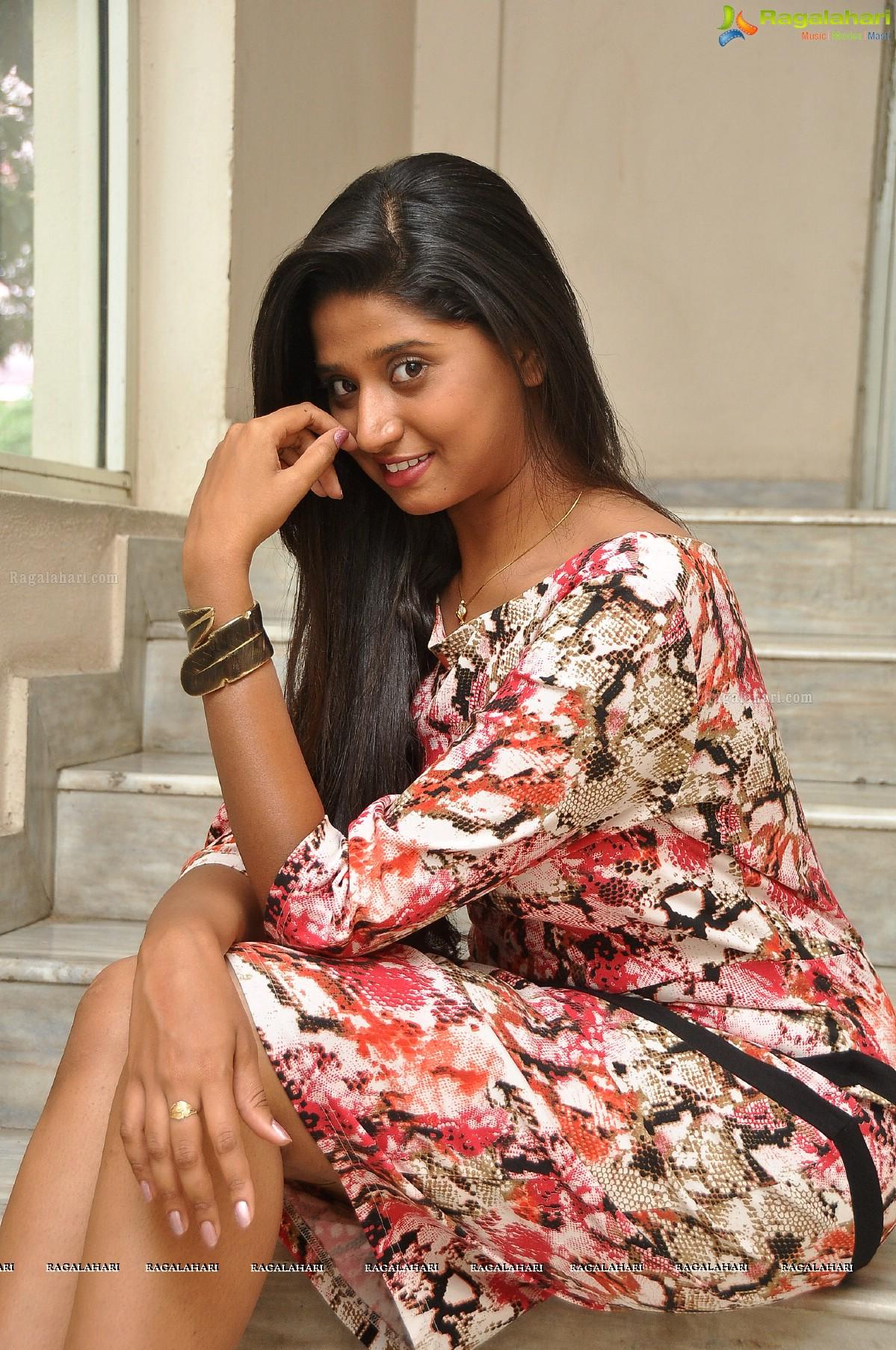 shalini vadlamani image 2 | telugu heroines wallpapers ,images