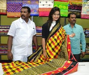 Neha Deshpande inaugurated Pochampally IKAT Art Mela
