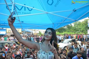 Pooja Hegde launches Lot Mobile Store in Vijayawada