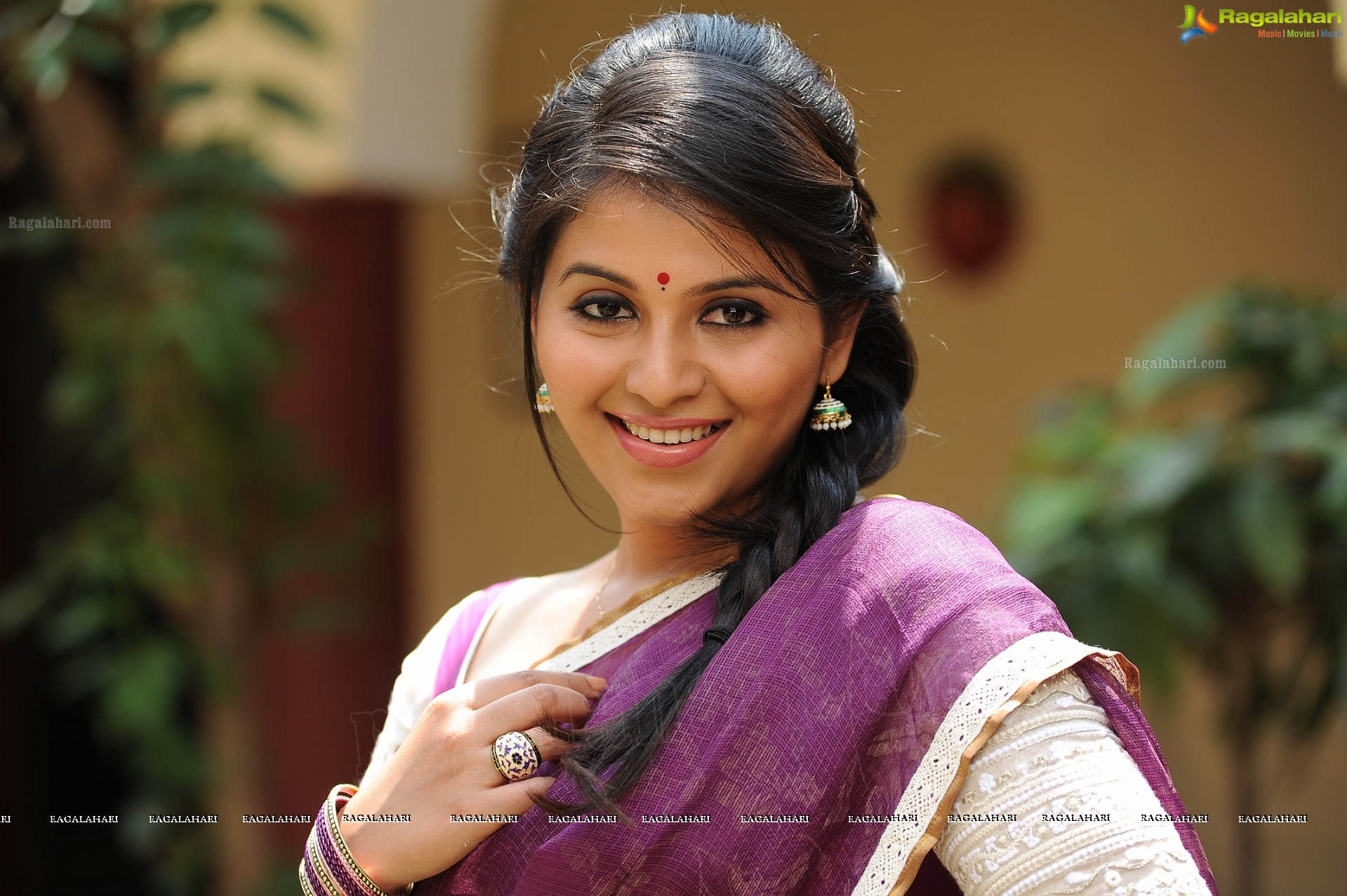 Tamil Actress Anjali High Definition Wallpapers
