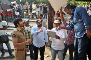 Touch Chesi Choodu Working Stills