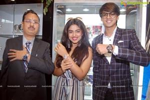 Siddhi Idnani Inaugurates Kamal Watch Company