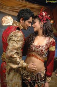Anaganaga O Dheerudu Shruti Haasan Siddharth Romantic Photos