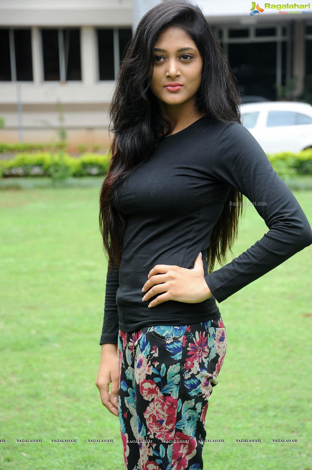 Sushma Raj Image 12 Telugu Cinema Heroines Photos Galleryimages