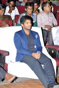 Allu Arjun meets the winners of Star Jalsa for Colgate Max Fresh
