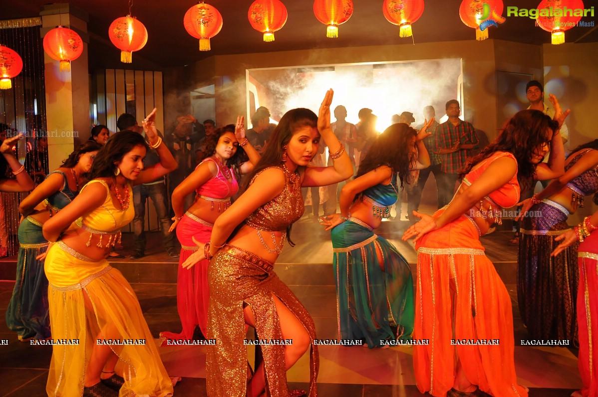 Sunny Leone, Jennifer for Vidya Balan