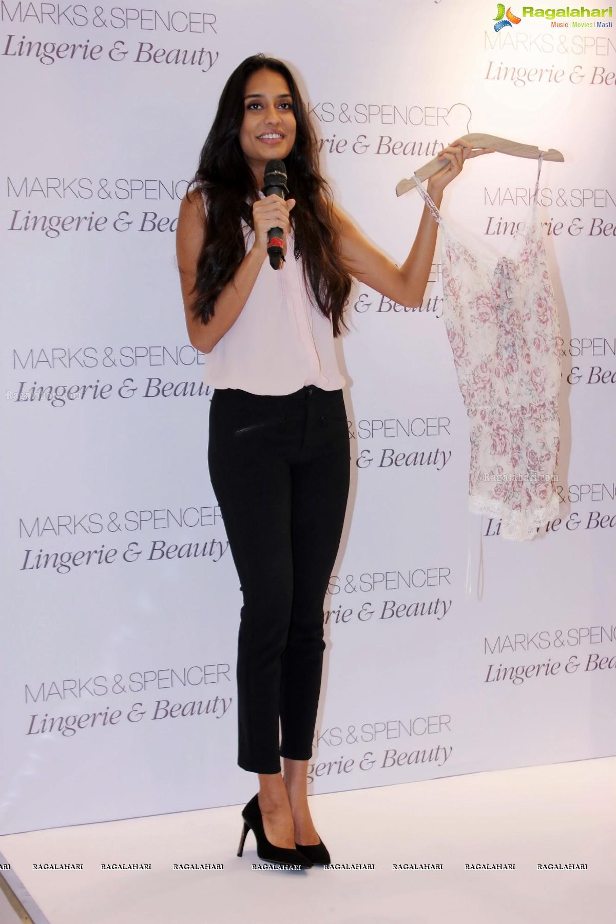 72cf82736 Photos  Lisa Haydon unveils Marks   Spencer Lingerie   Beauty Store ...