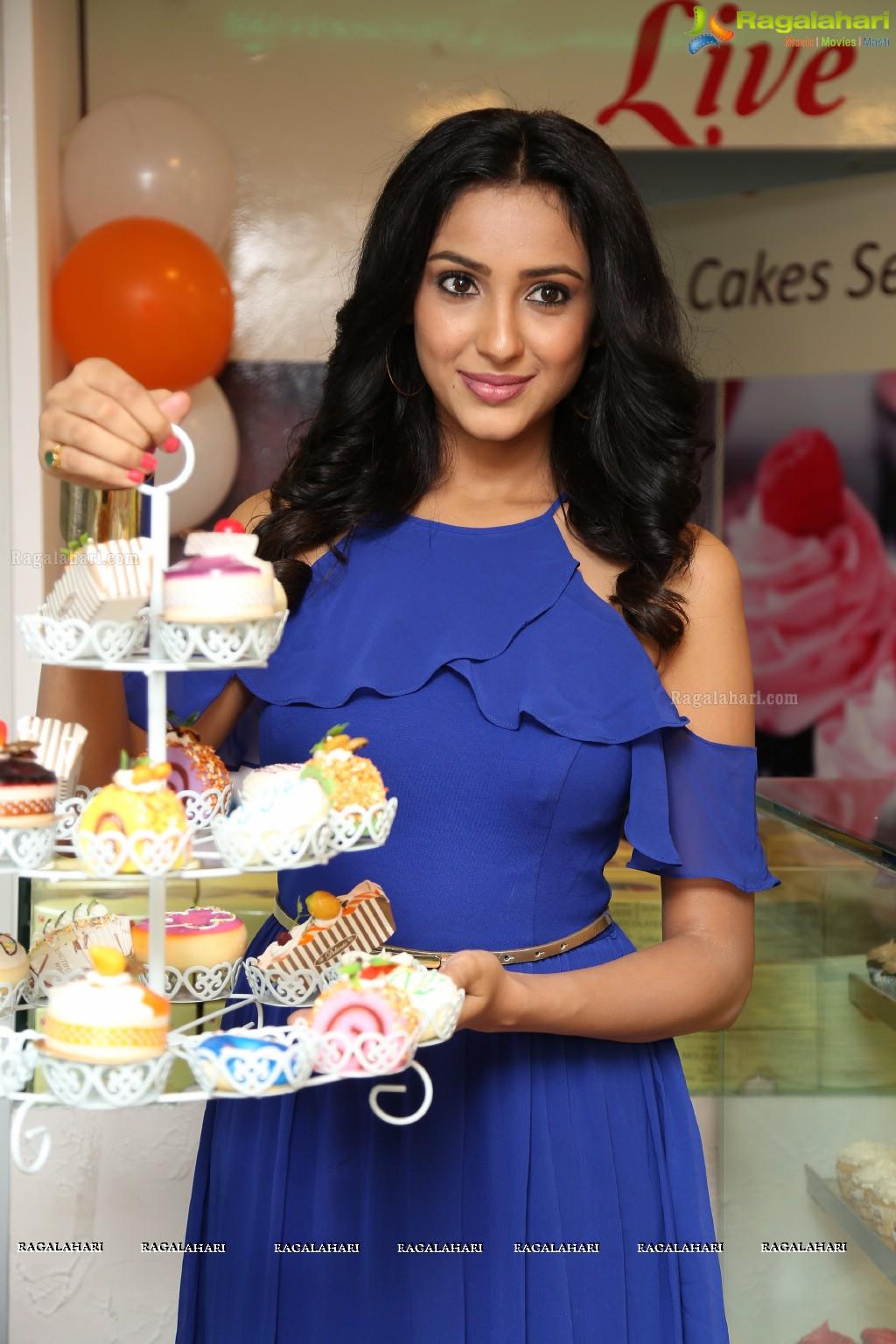 Photos priyashri launches 7th heaven restaurant at green - Miton cucine forum ...