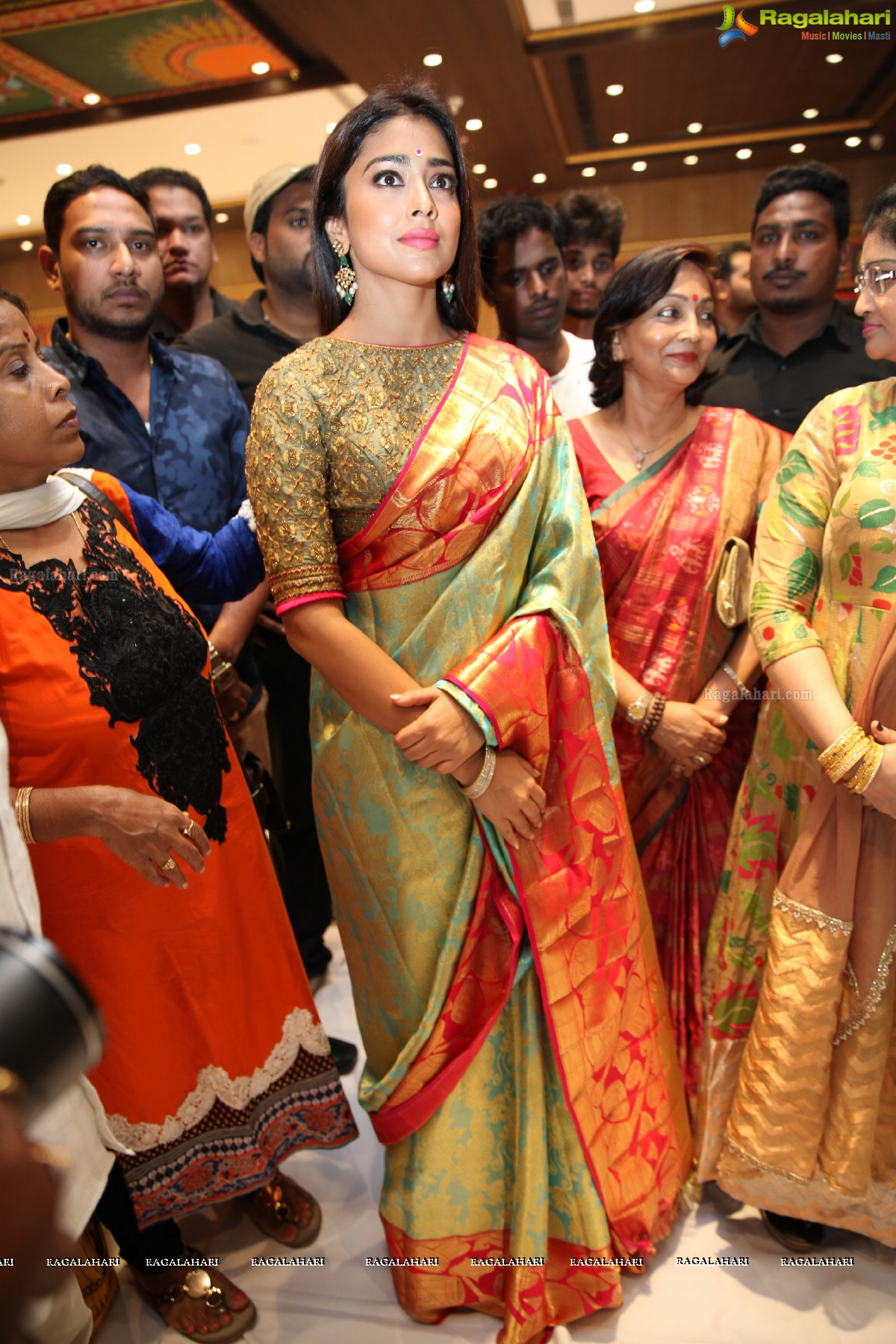 Photos shriya saran launches vrk silks at shaikpet - Miton cucine forum ...