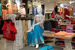 6th fbb Store launched by Shreya Rao