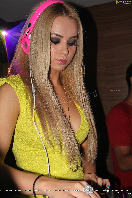 DJ Melissa Reeves nude (33 photos) Pussy, Snapchat, cameltoe